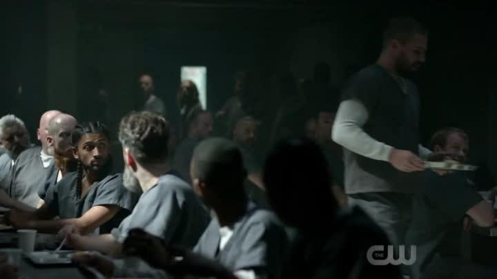 Arrow S07E01 CZ titulky